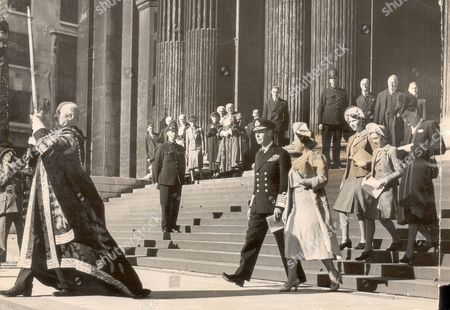 St. Paul's Cathedral Sword Of State Borne By The Lord Mayor Preceded The Royal Family At St. Paul's Thanksgiving Service Yesterday For Tunisia. King George Vi Queen Elizabeth II (now The Queen Mother) And Princess Elizabeth (now Queen Elizabeth II) And Princess Margaret. Pictured In 1943. Picture By Daily Mail Cameraman.