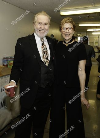Harry Groener and Annette Bening