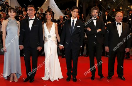 (L-R) French-British actress Stacy Martin, French director Michel Hazanavicius, French actress Berenice Bejo, French actor Louis Garrel, French actor Micha Lescot and French actor Gregoy Gadebois arrive for the premiere of  'Le Redoutable' (Redoubtable) during the 70th annual Cannes Film Festival, in Cannes, France, 21 May 2017. The movie is presented in the Official Competition of the festival which runs from 17 to 28 May.