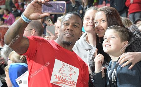Leon Rolle and fans
