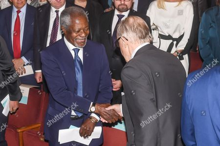 Former UN Secretary General Kofi Annan (L) and former president of Finland Martti Ahtisaari (R) shake hands at the 'Wisdom Wanted - CMI and the Elders' seminar in Helsinki, Finland, 22 May 2017. Finish NGO Crisis Management Initiative (CMI) hosted a seminar to discuss ethical leadership and political courage in today's world.