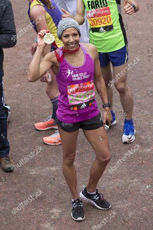Dame Kelly Holmes Finishes The London Marathon.