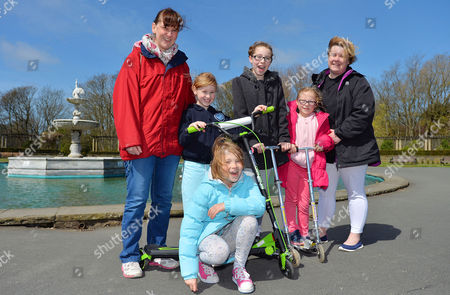 Parents Remove Their Children From School Across The UK In A Day Of Action Against Children Being Over-tested In The School System. (l To R) Mothers Zoe Walsh With Daughters Abbie Walsh 9 Isobel Walsh 7 Grace Bennett 10 Megan Bennett 7 With Mum Lyndsey Bennett At Stanley Park Blackpool Lancs. - 3/5/16.