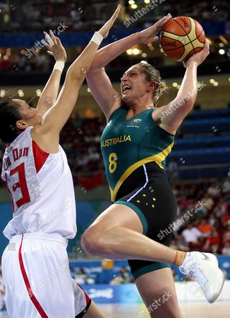 Australia's Suzy Batcovic (r) Shoots in Front of China's Dan Liu (l) During a Women Semirfinal Basketball Game China Vs Australia During the Beijing 2008 Olympic Games Beijing 21 August 2008 China Beijing