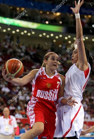 Russia's Rebekka Hammon (l) Goes For the Basket in Front of China's Dan Liu (r) During a 2008 Olympic Games Bronze Medal Women's Basketball Game China Vs Russia in Beijing 23 August 2008 China Beijing