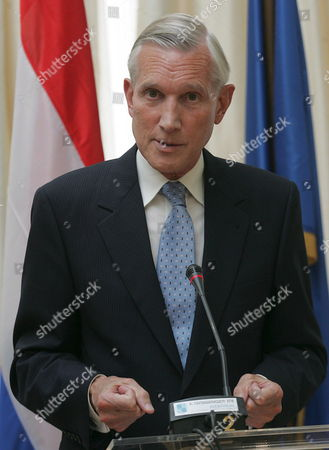 Dutch Foreign Minister Bernard Bot (l) Addresses the Media During a Press Conference After His Meeting with Greek Foreign Minister Dora Bakoyianni (r) in Athens on Thursday 07 September 2006 Greece Athens