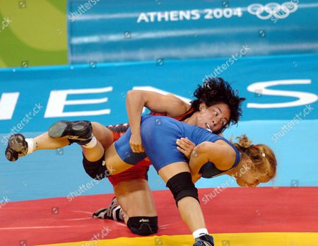 Usa's Tela O Donnell (red) Fights with Russia's Olga Smirnova During the Women's 55kg Bout of the Freestyle Wrestling Competition For the Athens 2004 Olympic Games in the Ano Liossia Olympic Indoor Hall Sunday 22 August 2004 Epa/ana Dimitris Panagos Greece Athens