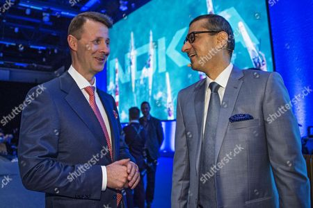 Nokia Chairman of the Board Risto Siilasmaa (L) and CEO Rajeev Suri (R) smile during the Nokia Annual General Meeting in Helsinki, Finland, 23 May 2017. Nokia and Apple on 23 May announced they had settled a dispute on intellectual property and reached an agreement for a patent license.