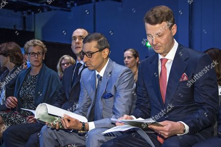 (L-R) Nokia Board member Elizabeth Nelson, CFO Kristian Pullola, CEO Rajeev Suri, and Chairman of the Board Risto Siilasmaa read through papers during the Nokia Annual General Meeting in Helsinki, Finland, 23 May 2017. Nokia and Apple on 23 May announced they had settled a dispute on intellectual property and reached an agreement for a patent license.