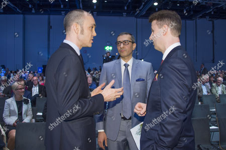 Nokia CFO Kristian Pullola (L), CEO Rajeev Suri (C) and Chairman of the Board Risto Siilasmaa (R) discussing before the start of the Nokia Annual General Meeting in Helsinki, Finland, 23 May 2017.