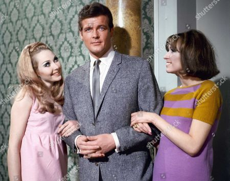 "Sylvia Syms, Sir Roger Moore and Justine Lord in a scene of the film ""The Fiction Makers"" (aka ""Le Saint"") directed by Roy Ward Baker. UK - 1968"