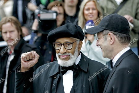 U S Composer and Musician Sonny Rollins (l) Clenches His Fist As He and Co-winner and Compatriot Steve Reich (r) Arrive at the Concert Hall in Stockholm Sweden 21 May 2007 King Carl Xvi Gustaf of Sweden Presented the Awards Each Worth 1 Million Kronor (108 000 Euros Or Around 140 000 Dollars) at the Stockholm Concert Hall That is Also Venue For the Annual Nobel Prize Award Ceremony Sweden Stockholm