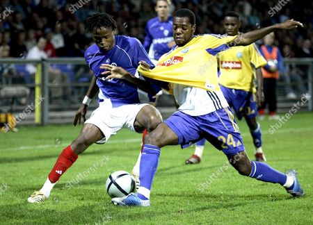 Grasshoppers Zurich's Jaggy Kim (r) Vies with Atvidabergs' Sheriff Suma During the First Round First Leg Uefa Cup Match in Norrkoping Sweden Thursday September 14 2006 Sweden Norrkoping