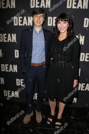 Demetri Martin and Mary Steenburgen