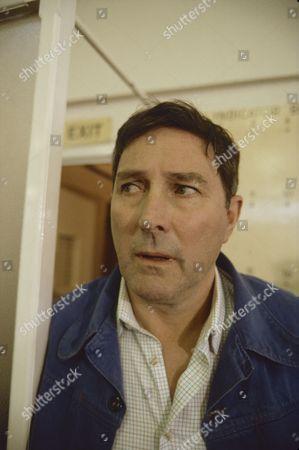 Mark Eden (as Alan Bradley)