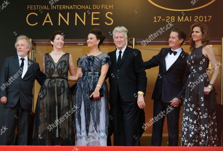 Emily Stofle, David Lynch, Desiree Gruber, Kyle MacLachlan Producer Sabrina S. Sutherland, second left, Emily Stofle, director David Lynch actor Kyle MacLachlan, and Desiree Gruber, left, pose for photographers upon arrival at the screening of the TV show Twin Peaks at the 70th international film festival, Cannes, southern France