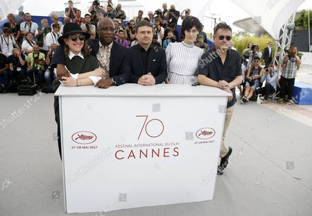 (L-R) Greek producer Athina Rachel Tsangari, US producer Barry Jenkins, Romanian director Cristian Mungiu, French actress Clotilde Hesme and 