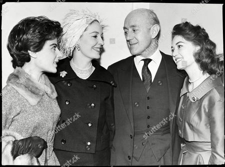 Alec Guinness Pictured With Yvonne Mitchell Valerie Hobson And Janette Scott At The Savoy London Where They Had Attended A Lunch In Guinness' Honour In February 1959.