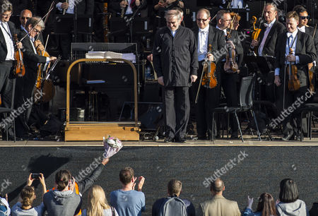 The London Symphony Orchestra, conducted by Valery Gergiev, performs an all-Rachmaninov programme in London's Trafalgar Square