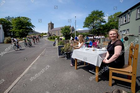 Stock Photo of 2017 An Post Ras Stage 6, Dungloe to Donegal 26/5/2017. Lisa Reddy and Meenagh McGill enjoy their lunch as the riders of the 2017 An Post Ras pass through Carrick, Co. Donegal