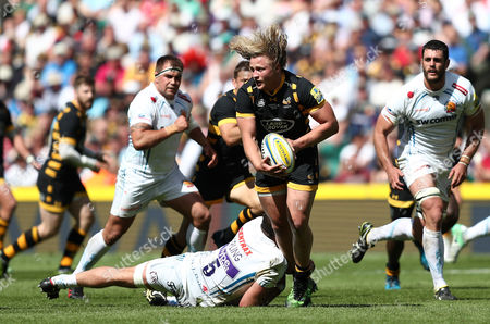 Tommy Taylor of Wasps is tackled by Geoff Parling of Exeter Chiefs
