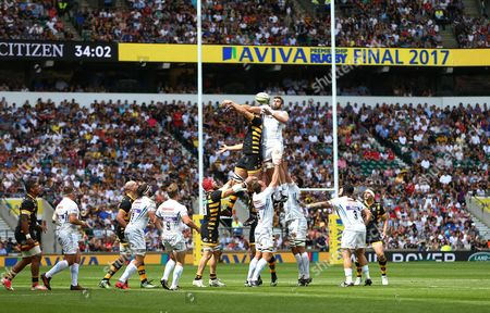 Geoff Parling of Exeter Chiefs takes a line out ball