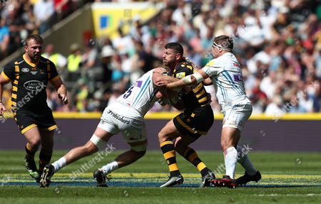 Willie Le Roux of Wasps is tackled by Geoff Parling and Ben Moon of Exeter Chiefs