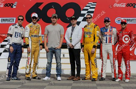 """Brad Keselowski, Joey Logano, Kyle Busch, Ryan Blaney, Kyle Larson, Channing Tatum, Steven Soderbergh Actor Channing Tatum, third from left, and director Steven Soderbergh, center, pose for a photo with NASCAR drivers, from left to right, Brad Keselowski, Joey Logano, Kyle Busch, Ryan Blaney and Kyle Larson before the NASCAR Cup series auto race at Charlotte Motor Speedway in Concord, N.C., . Tatum and the drivers will star in a new movie filmed at the speedway named """"Logan Lucky,"""" and directed by Soderbergh"""