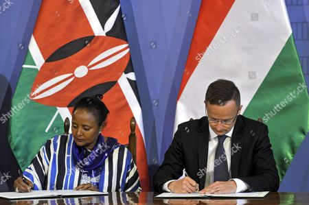 Hungarian Foreign Minister Peter Szijjarto (R) and Kenya's Foreign Minister Amina Mohamed (L)  sign an intergovernmental agreement on a technological and economic cooperation programme in the Hungarian Ministry of Foreign Affairs and Trade in Budapest, Hungary, 29 May 2017.