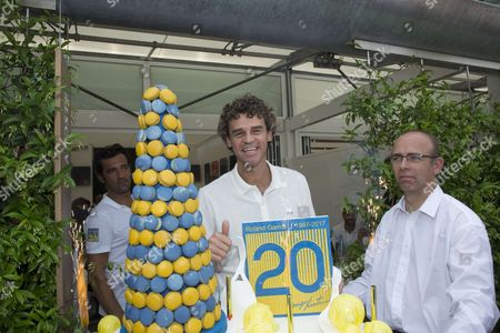 Gustavo Kuerten celebrates the 20th anniversary of his victory at Roland