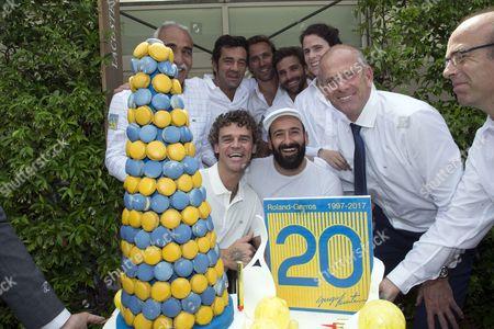 Gustavo Kuerten, Mansour Bahrami, Arnaud Di Pasquale, Arnaud Clement, Nathalie Dechy, Michael Jeremiaz et Guy Forget celebrate the 20th anniversary of Kuerten's victory at Roland Garros.