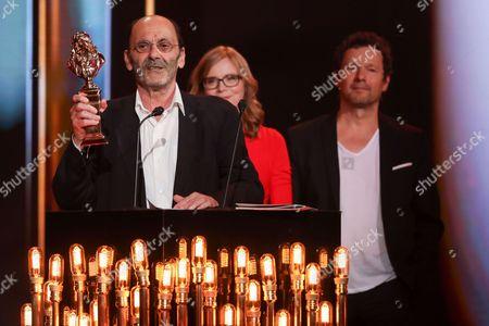 "Jean-Pierre Bacri receives Comedy Moliere for the piece ""Les Femmes savantes"""