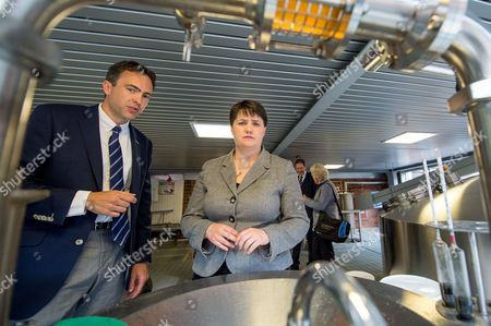 Ruth Davidson with David Carr, Head of Brewing Operations at the brewery