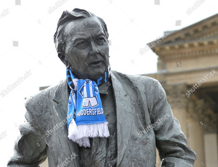 A Huddersfield scarf is placed on the Harold Wilson statue as arrive for the Huddersfield Town promotion parade