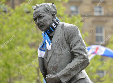 A Huddersfield scarf is placed on the former Prime Minister Harold Wilson statue as arrive for the Huddersfield Town promotion parade