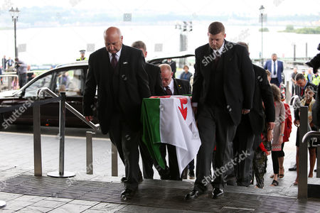 Rhodri Morgan's coffin arriving at The Senedd