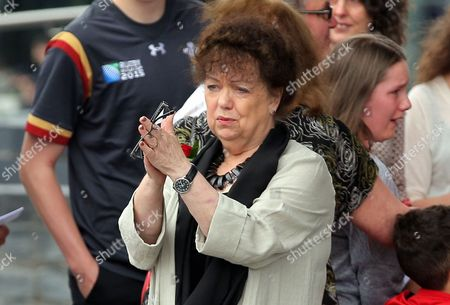Lorraine Barrett thanks those attending after the service