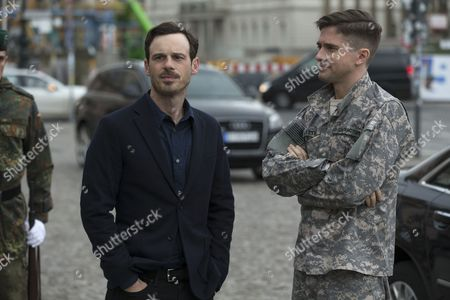 Scoot McNairy, Topher Grace
