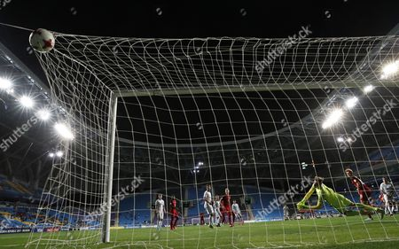 Keeper Michael Wood of New Zealand concedes as Justen Glad (unseen) of the USA scores during the round of 16 match of the FIFA U-20 World Cup 2017 between the the USA and New Zealand in Incheon Football Stadium, South Korea, 01 June 2017. USA won 6-0.