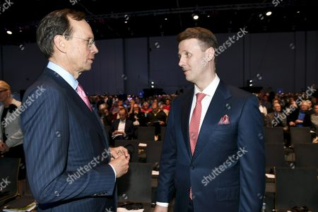 Member of the Board, Kari Stadigh (left) and Nokia's Chairman Risto Siilasmaa at the general meeting of the Finnish telecommunication network company Nokia