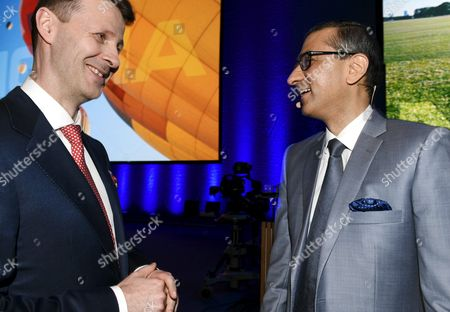 Nokia's Chairman Risto Siilasmaa (left) and Nokia CEO Rajeev Suri at the general meeting of the Finnish telecommunication network company Nokia