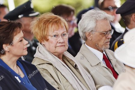 Former president of Finland Tarja Halonen (in the middle) and her spouse Pentti Arajarvi pictured at the Sibelius monument