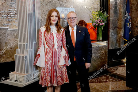 Julianne Moore, John Feinblatt (President of Everytown Gun Safety)