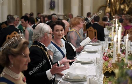 From left, Queen Sonja of Norway, King Carl Gustaf of Sweden, wife of Finnish President Jenni Haukio, King Harald V of Norway and former Finnish President Tarja Halonen at the table