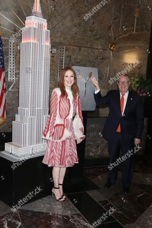 Julianne Moore and John Feinblatt (President of Everytown for Gun Safety)