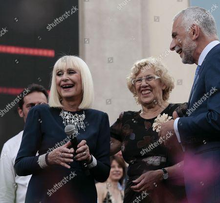 Raffaella Carra, italian singer. (L), Manuela Carmena, mayor of Madrid and Stefano Sannino, Italian ambassador to Spain (R)