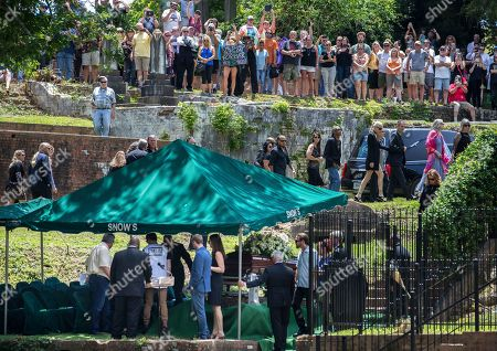 Family, friends and fans arrive for Gregg Allman's burial at Rose Hill Cemetery, in Macon, Ga