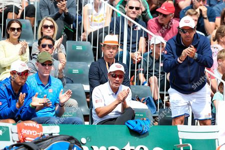 (L-R) Koichi Nakao, Olivier van Lindonk, Michael Chang, Dante Bottini - Tennis : (L-R) Koichi Nakao, Olivier van Lindonk, Michael Chang and Dante Bottini, coaches of Japan's Kei Nishikori applaud during the Men's singles third round match of the French Open tennis tournament against Hyeon Chung of South Korea at the Roland Garros in Paris, France.