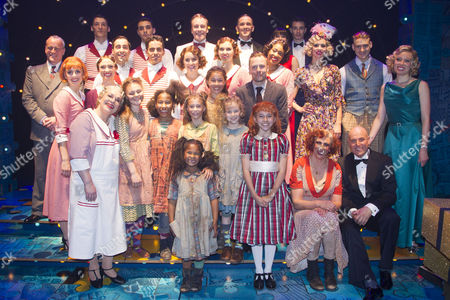 Nikolai Foster (Director), Ruby Stokes (Annie), Miranda Hart (Miss Hannigan), Alex Bourne (Daddy Warbucks) and members of the cast backstage