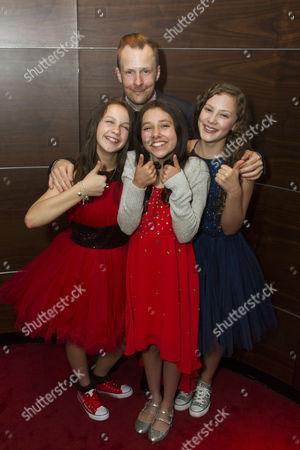 Madeleine Haynes (Annie), Nikolai Foster (Director), Ruby Stokes (Annie) and Lola Moxom (Annie)